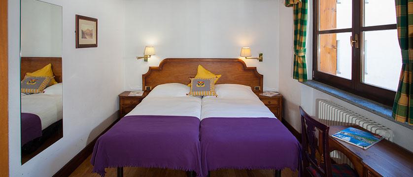 Italy_Cervinia_Chalet-Hotel-Dragon_bedroom2.jpg